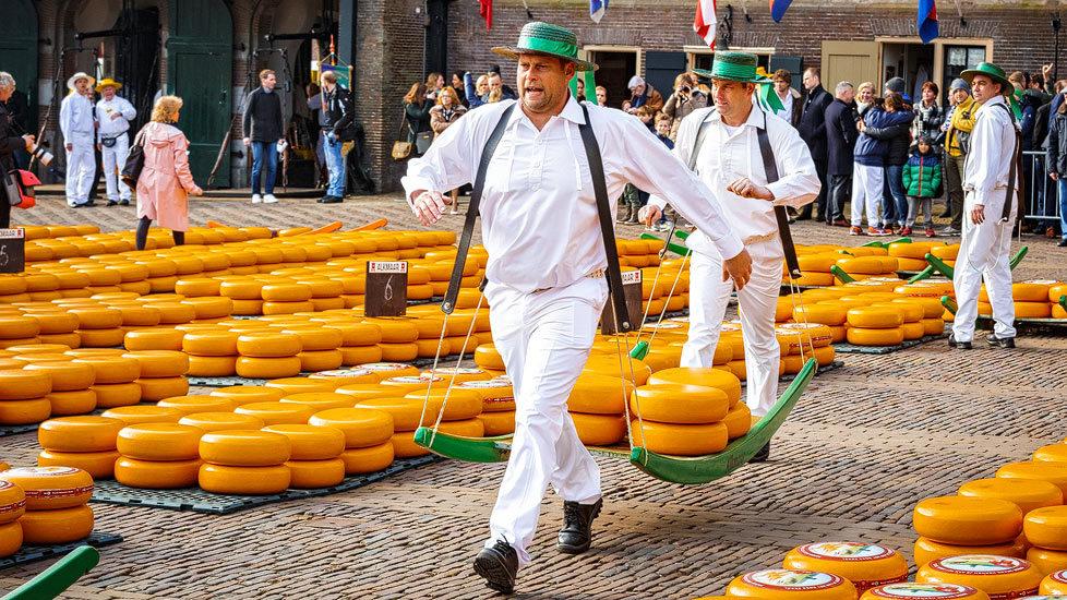 Käseträger auf dem Käsemarkt von Alkmaar