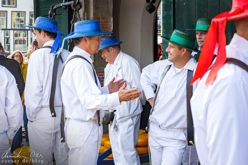 Käsemarkt Alkmaar: Mitglieder der Käseträgergilde