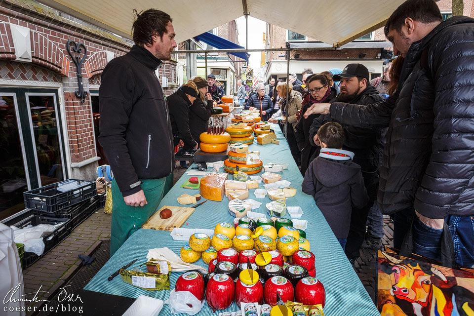 Käsemarkt Alkmaar: Käseverkauf hinter dem Waagenhaus