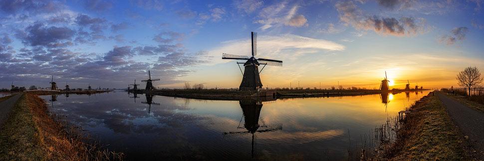 Panorama der Windmühlen von Kinderdijk zum Sonnenaufgang