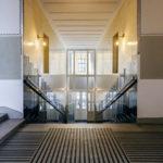 Treppe am Eingang des Mietshauses Neustiftgasse 40 / Döblergasse 2 von Otto Wagner