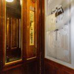 Aufzugskabine im Mietshaus Rathausstraße 3 von Otto Wagner in Wien