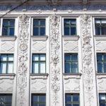Detailansicht des Wohn- und Geschäftshauses Universitätsstraße 12 (Hosenträgerhaus) von Otto Wagner