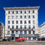 Frontalansicht des Wohn- und Geschäftshauses Universitätsstraße 12 (Hosenträgerhaus) von Otto Wagner