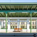 Bahnsteig und das charakteristische grüne Vordach in der Station Währinger Straße (U6) von Otto Wagner
