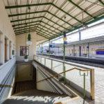 Bahnsteig und Abgang in der Station Gersthof (S45) von Otto Wagner