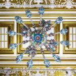 Der riesige Luster im Stil des Historismus wurde in Murano angefertigt und von Fuchs eigens für den Grossen Salon in der Villa Wagner I erworben