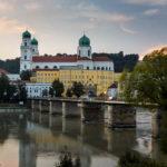 Der Dom St. Stephan in Passau während eines Sonnenuntergangs