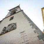 Hochwassermarkierungenan der Fassade des Alten Rathauses in Passau