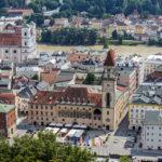 Blick von der Veste Oberhaus auf das Alte Rathaus und die Altstadt in Passau