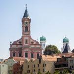 Außenansicht der Stadtpfarrkirche St. Paul in Passau