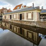 Außenansicht des alten Fischmarktes (Vismarkt) von Alkmaar