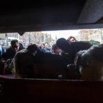 Während einer Grachtenfahrt in Alkmaar muss man unter Brücken den Kopf einziehen