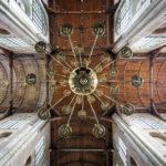 Deckengewölbe mit Luster in der Laurenskerk von Alkmaar