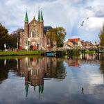 Spiegelung der Laurentiuskerk von Alkmaar