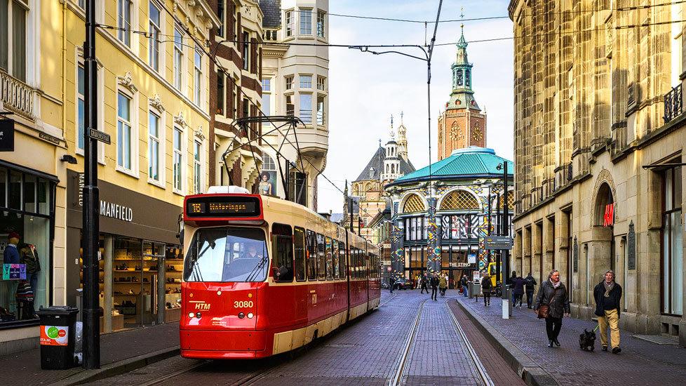 Straßenbahn in der Innenstadt von Den Haag