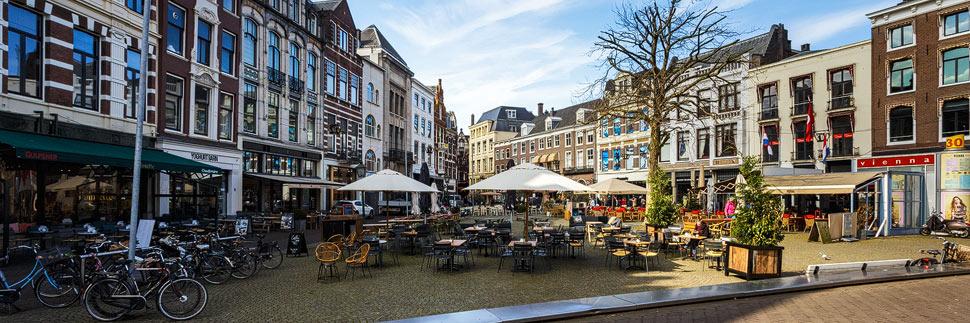 Schöne Häuser auf dem Plaats in Den Haag