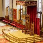 Der Thron im Ridderzaal im Binnenhof in Den Haag