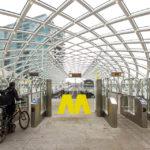 Zugang zur Metro-Linie E am Hauptbahnhof, die Den Haag mit Rotterdam verbindet