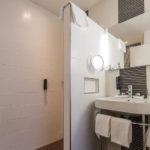 Bad im Doppelzimmer im Parkhotel Den Haag