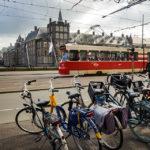 Die Straßenbahn von Den Haag vor dem Binnenhof