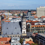 Ausblick vom Rathausturm im Neuen Rathaus auf die Thomaskirche in Leipzig