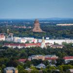 Blick von der Aussichtsplattform des Panorama Tower auf das Völkerschlachtdenkmal in Leipzig