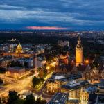 Blick von der Aussichtsplattform des Panorama Tower auf das Neue Rathaus in Leipzig