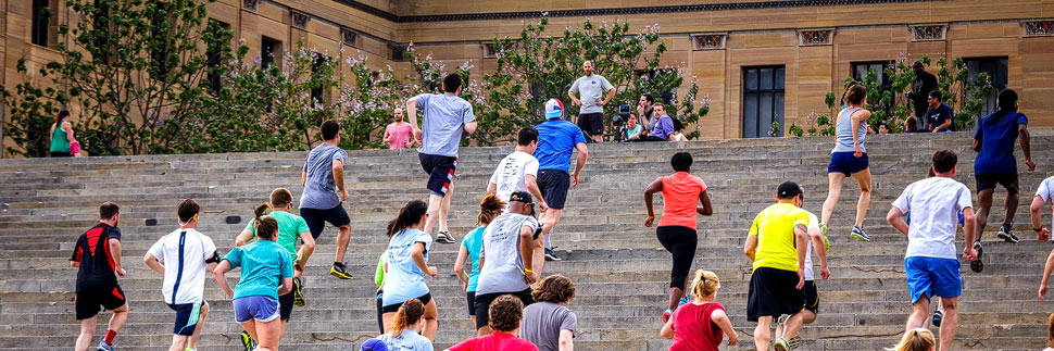 Läufer auf den Rocky Steps vor dem Philadelphia Museum of Art