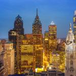 Ausblick von Loews Philadelphia Hotel auf die beleuchtete Skyline
