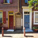 Historische Häuser in der Straße Elfreth's Alley in Philadelphia