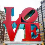 Die LOVE Skulptur im LOVE Park in Philadelphia