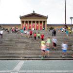 Läuferinnen und Läufer auf den Rocky Steps vor dem Philadelphia Museum of Art