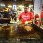 Zubereitung eines Philly Cheese Steak im Reading Terminal Market in Philadelphia