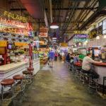 Innenansicht der Markthalle Reading Terminal Market in Philadelphia