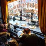 Blick aus der Bierboutique auf die Witte de Withstraat