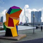 Buntes Kunstwerk Marathonbeeld von Henk Visch in Rotterdam