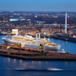 Blick von der Aussichtsplattform des Euromasts auf die SS Rotterdam