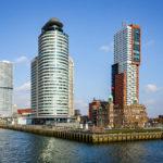 Der Rotterdamer Stadtteil Kop van Zuid, gesehen während einer Hafenrundfahrt