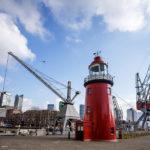 Ein alter Leuchtturm im Leuvehaven, Teil des Maritiem Museum in Rotterdam
