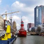 Schiffe im Leuvehaven, Teil des Maritiem Museum in Rotterdam