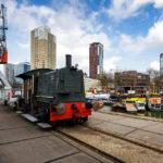 Eine alte Lokomotive im Leuvehaven, Teil des Maritiem Museum in Rotterdam