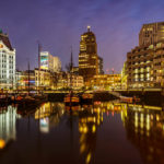 Abendaufnahme des Oude Haven und des Witte Huis in Rotterdam