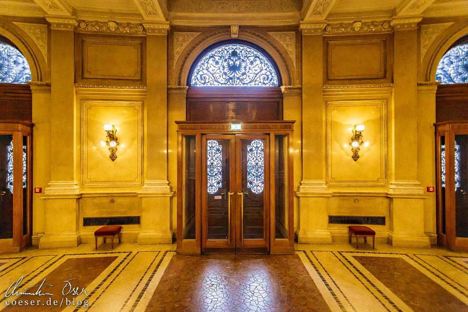 Eingang im Burgtheater in Wien