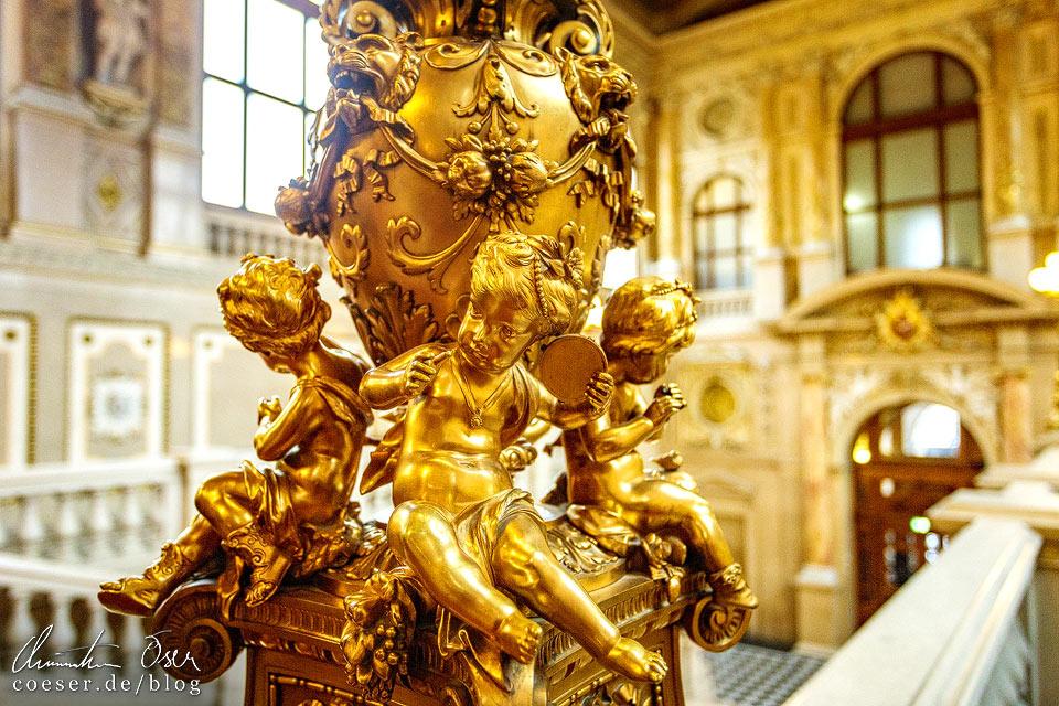 Kunstwerk auf der Feststiege im Burgtheater in Wien