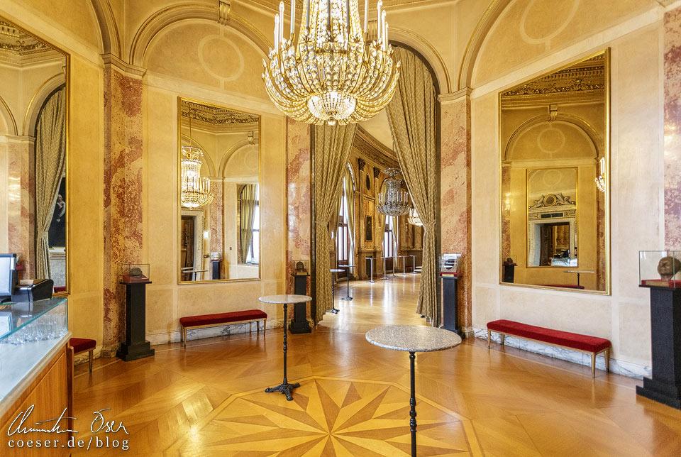Großes Pausenfoyer im Burgtheater in Wien