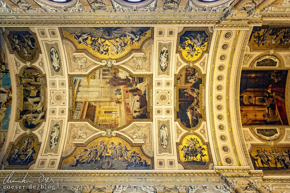 Deckengemälde auf der Feststiege im Burgtheater in Wien