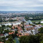 """Ausblick von der Bergstation der Schwebebahn auf Dresden und die Loschwitzer Brücke (""""Blaues Wunder"""")"""
