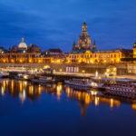 Blick von der Augustusbrücke auf die Brühlsche Terrasse und die Altstadt von Dresden