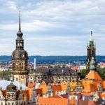 Ausblick vom Turm der Kreuzkirche auf das Residenzschloss mit Hausmannsturm und die Hofkirche in Dresden